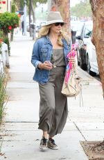 SARAH MICHELLE GELLAR Out and About in Santa Monica 06/12/2015