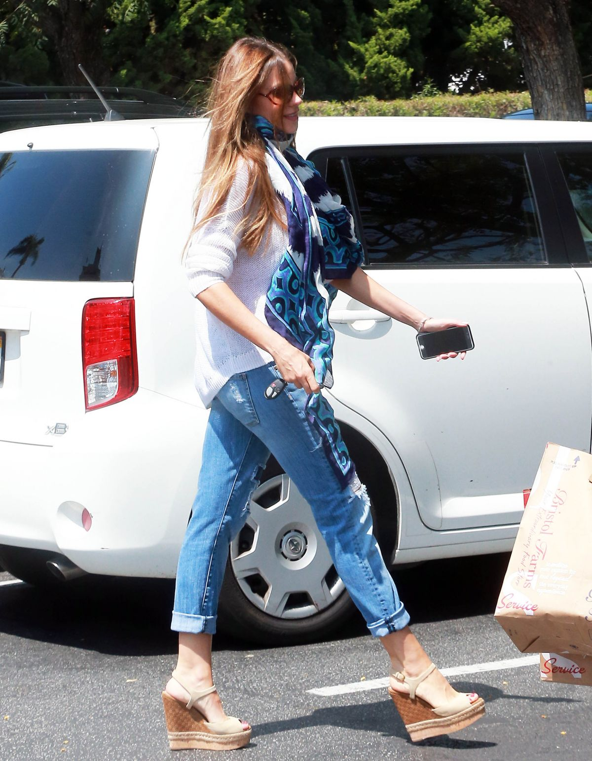 SOFIA VERGARA Shopping at Bristol Farms in West Hollywood 05/31/2015