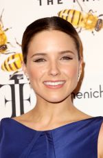 SOPHIA BUSH at 2015 Fragrance Foundation Awards in New York