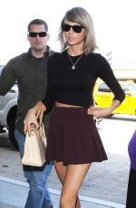 TAYLOR SWIFT Arrives at LAX Airport in Los Angeles 06/17/2015
