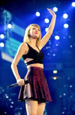 TAYLOR SWIFT Performs at 1989 World Tour in Manchester