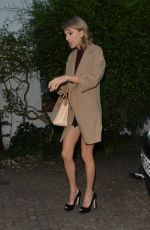 TAYLOR SWIFT Visits a Friend in London 06/27/2015