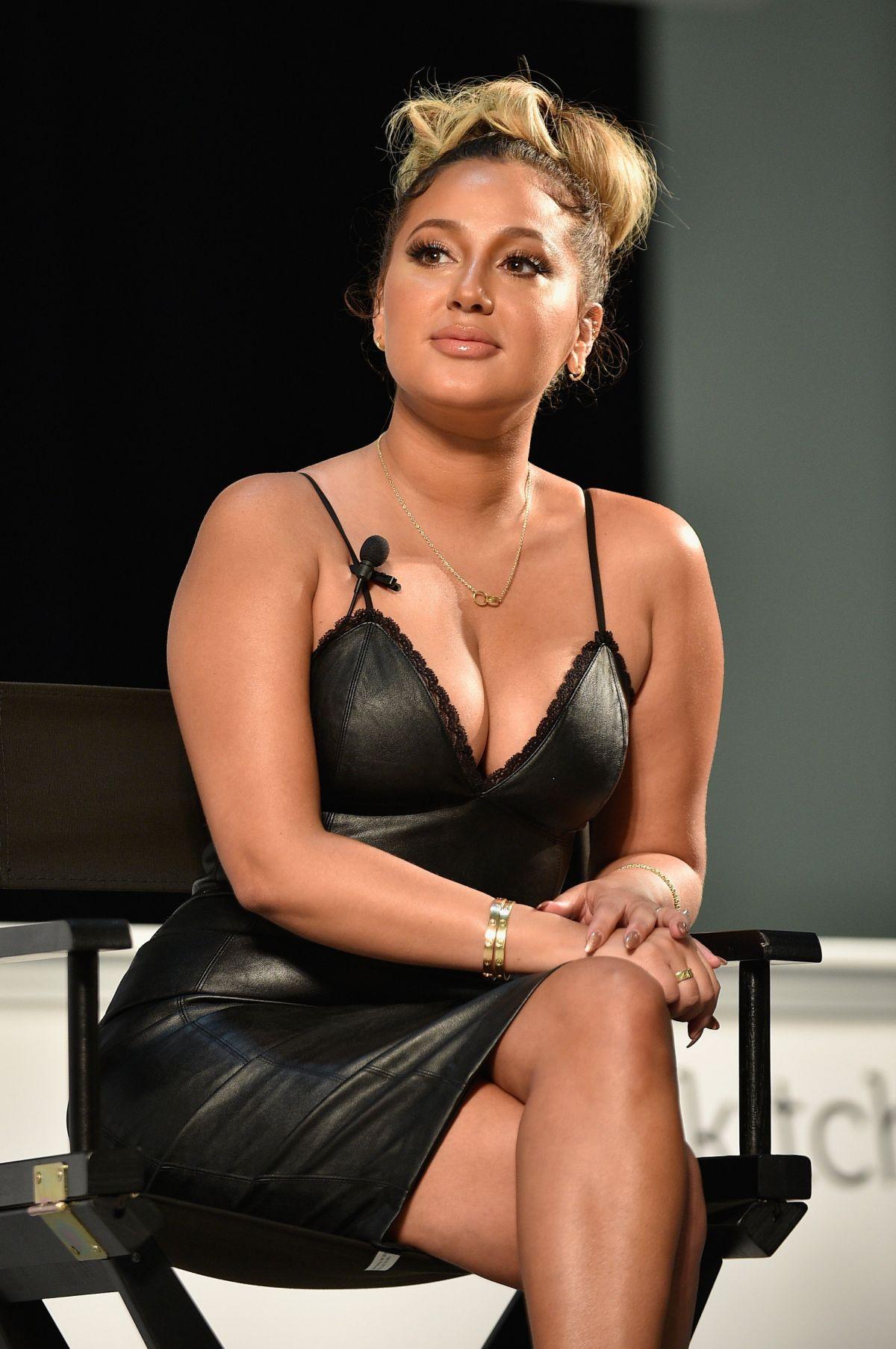 Dulce Castañeda - A busty latina, just a bit chubby - Plus