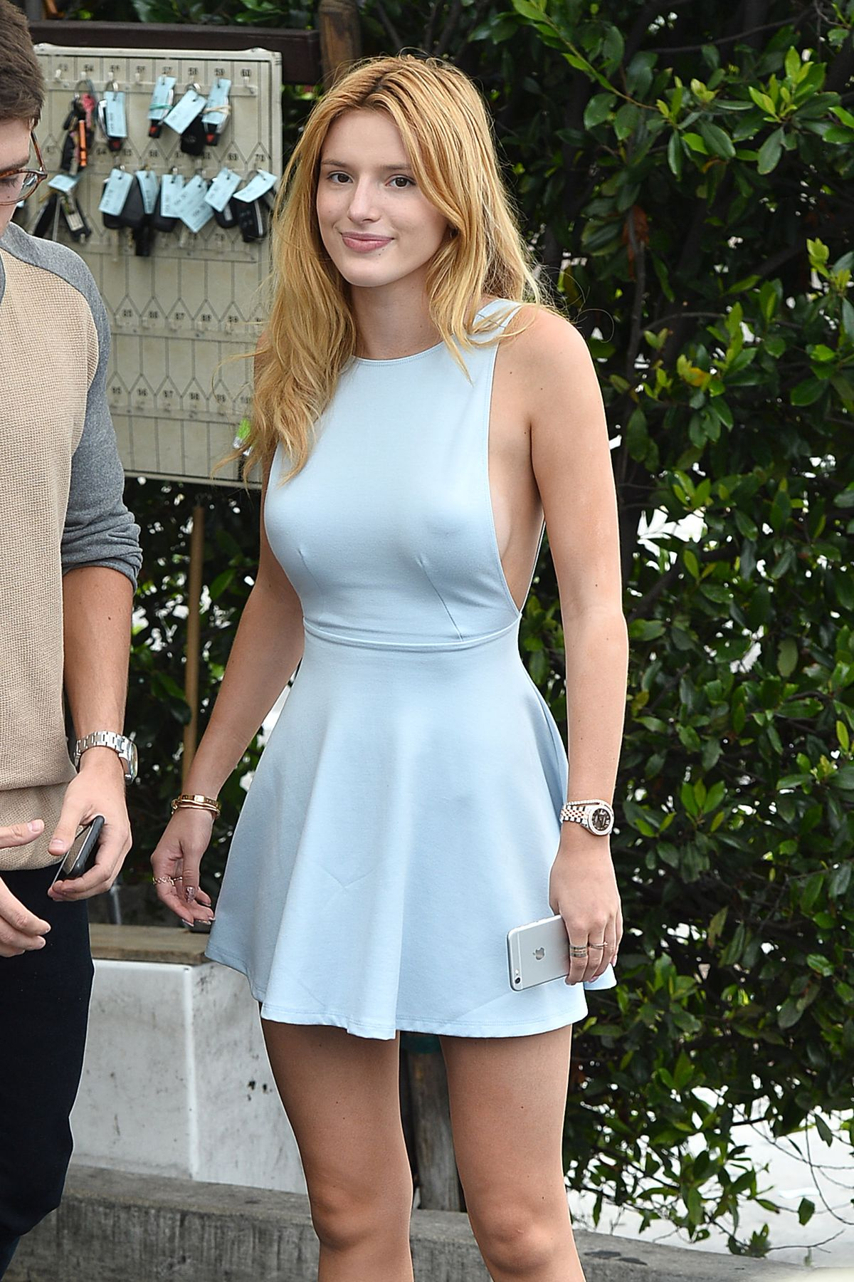 bella thorne at cecconi s restaurant in west hollywood 07