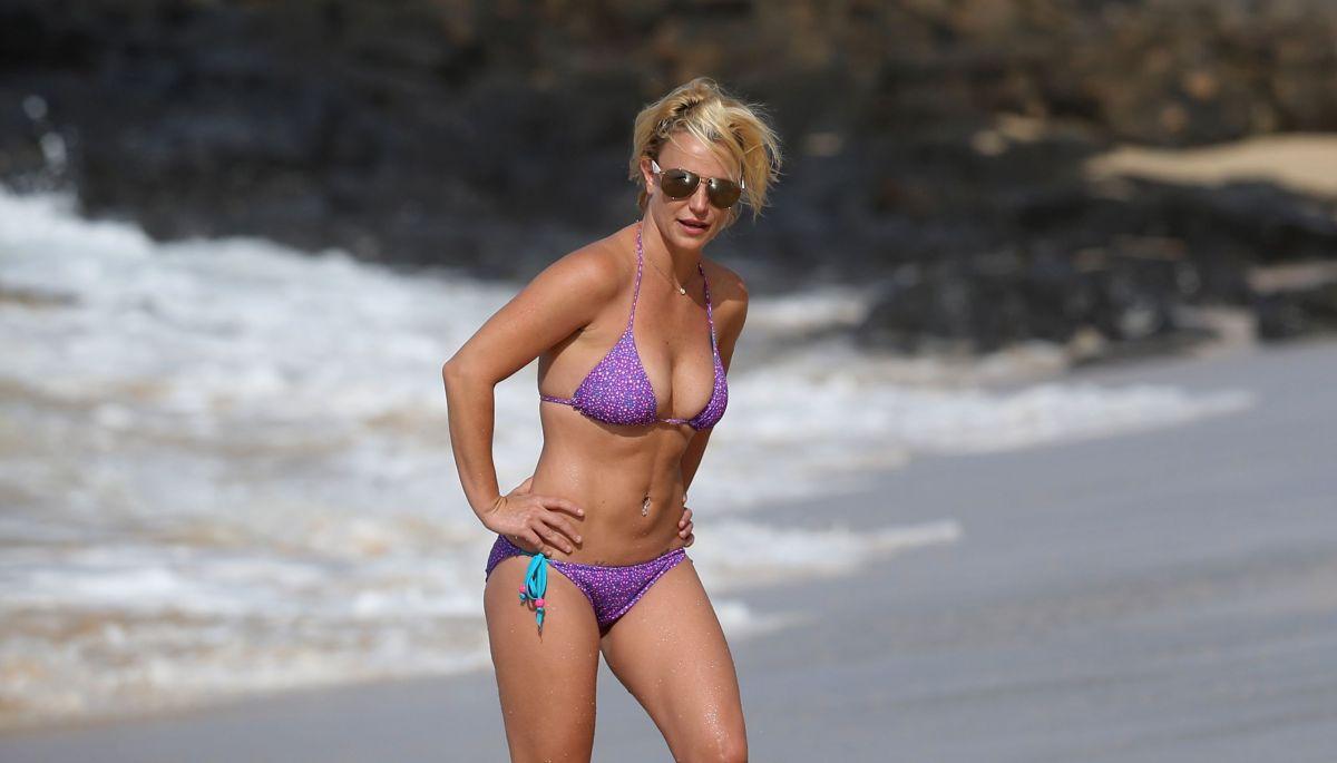 Britney Spears in a bikini - 19 Bilder - xHamstercom