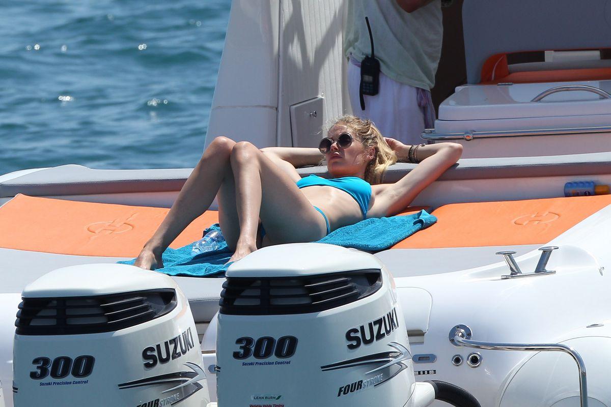 bikini-pics-on-boats