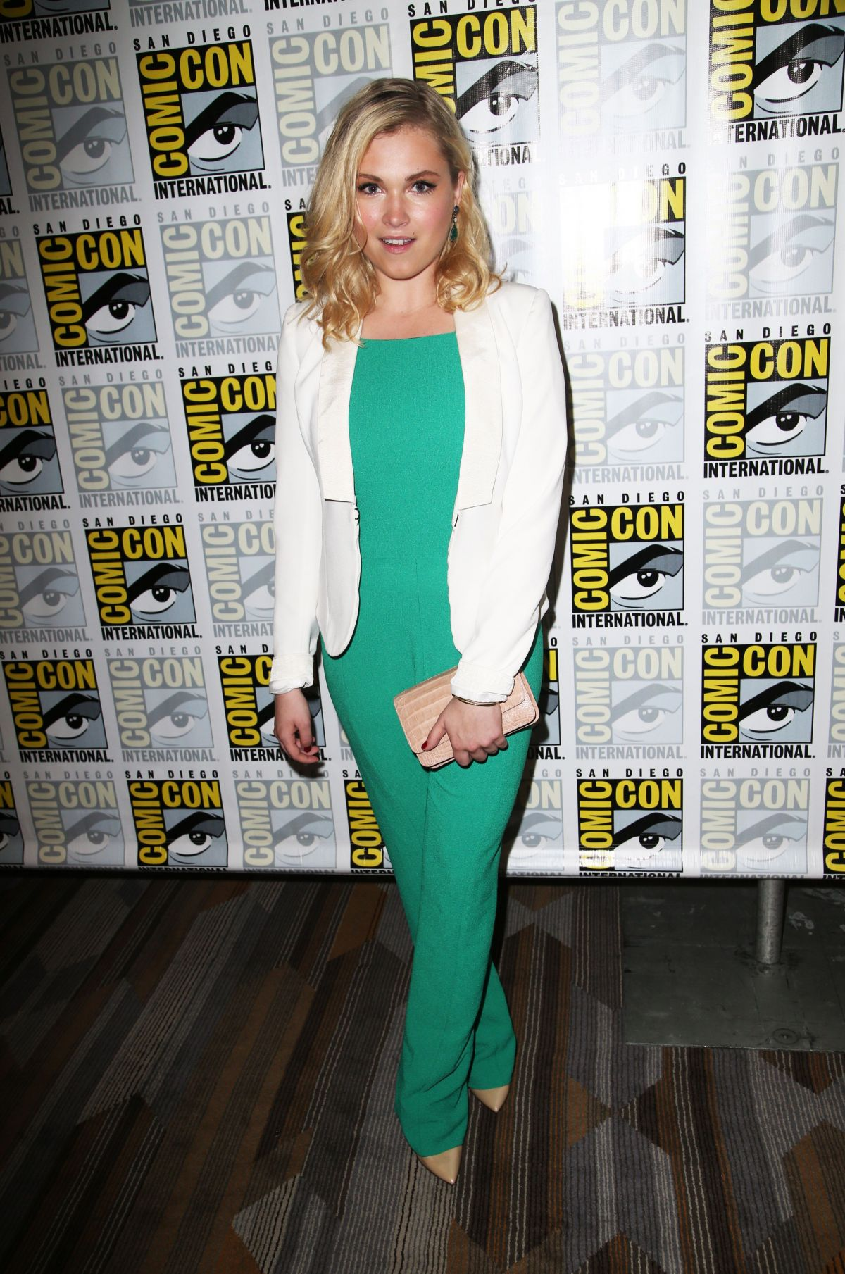 ELIZA TAYLOR at The 100 Press Line  at Comic Con in San Diego
