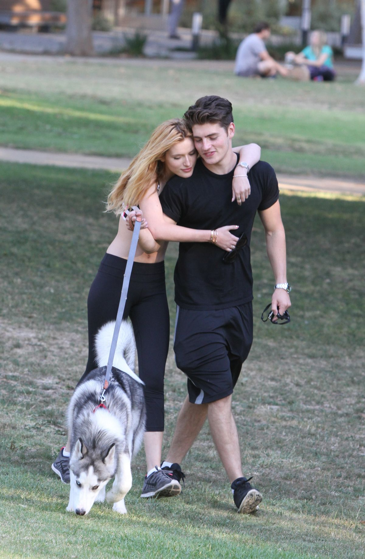 bella thorne at a park in los angeles 07  15  2015
