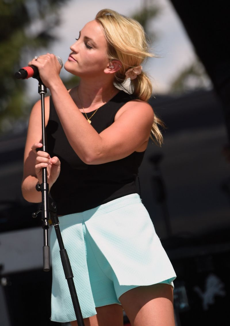JAMIE LYNN SPEARS Performs at Country Thunder USA in Twin Lakes 07/25/2015