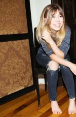 JENNETTE MCCURDY - Into the Gloss Feature