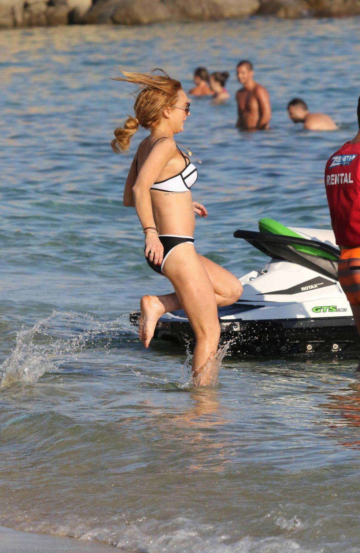 lohan party piven bikini Lindsay at