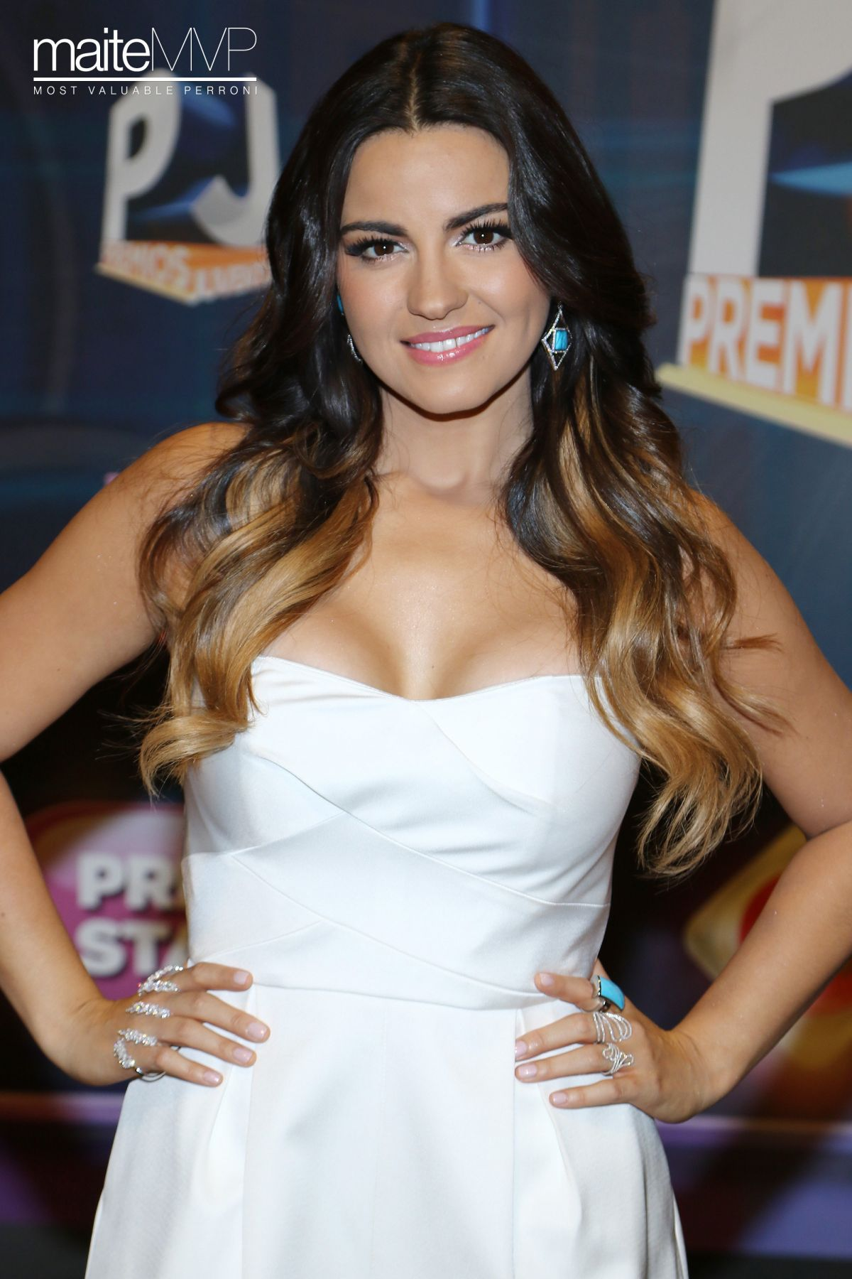 Maite Perroni with a weight of 50 kg and a feet size of 6.5 in favorite outfit & clothing style