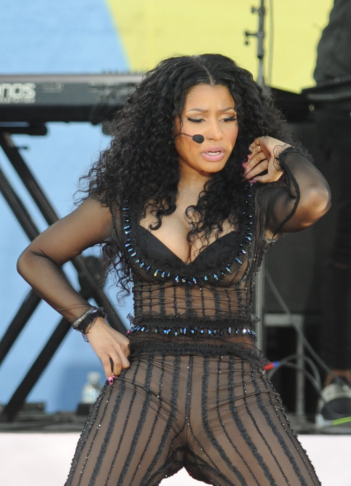 Good Morning America Performances : Nicki minaj performs at good morning america summer