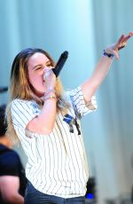 BEATRICE MILLER Performs Opening Act for Fifth Harmoy at the Beacon Theater in New York 08/27/2015