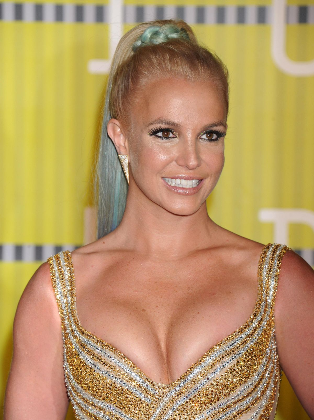 pictures-of-britney-spears-breasts-cleavage-cuba