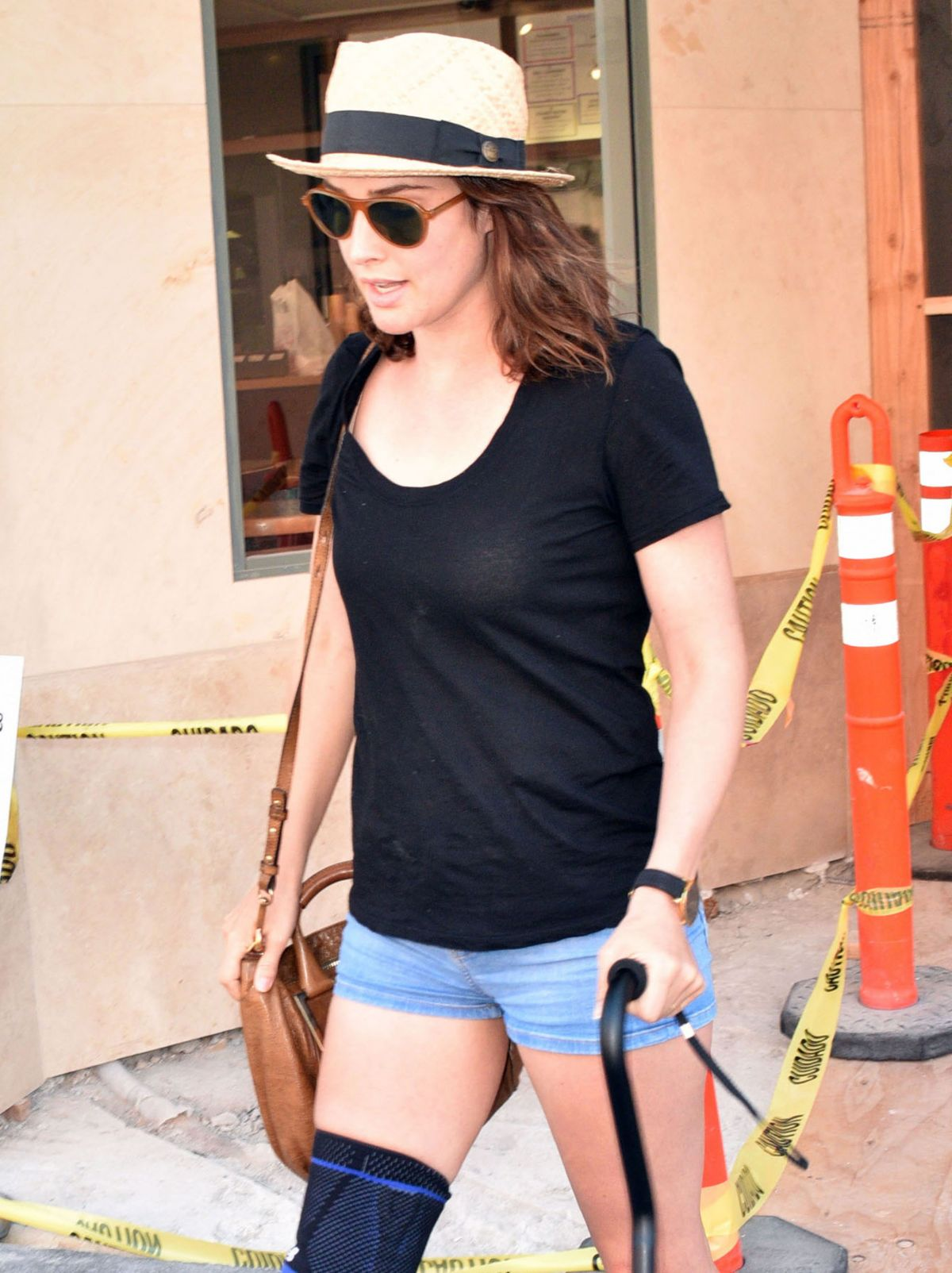 COBIE SMULDERS Leaves a Doctors Office in Beverly Hills 08/07/2015