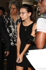 EMILY RATAJKOWSKI Arrives at LAX Airport in Los Angeles 08/20/2015