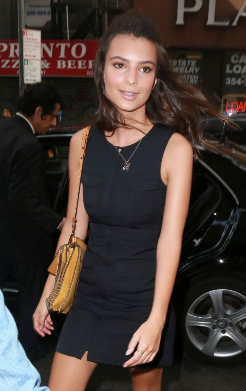 47288cb98f0532 EMILY RATAJKOWSKI Arrives at The Today Show in New York 08/19/2015 ...