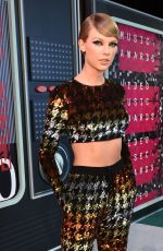TAYLOR SWIFT at MTV Video Music Awards 2015 in Los Angeles