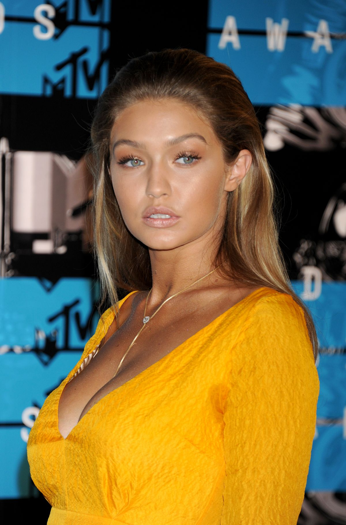 Gigi Hadid Best Beauty Trends: GIGI HADID At MTV Video Music Awards 2015 In Los Angeles