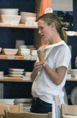 JENNIFER GARNER Shopping at Color Me Mine in Los Angeles 08/29/2015
