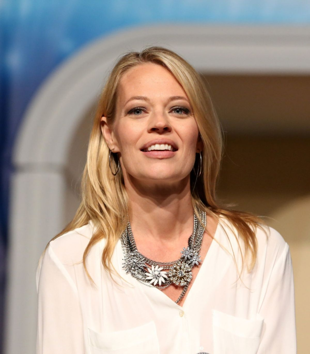 JERI RYAN at 14th Annual Official Star Trek Convention