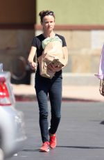 JULIETTE LEWIS Leaves Grocery Sotre in Studio City 08/14/2015