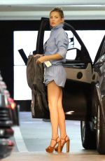 KATE HUDSON Arrives at Dinner in Beverly Hills 08/21/2015