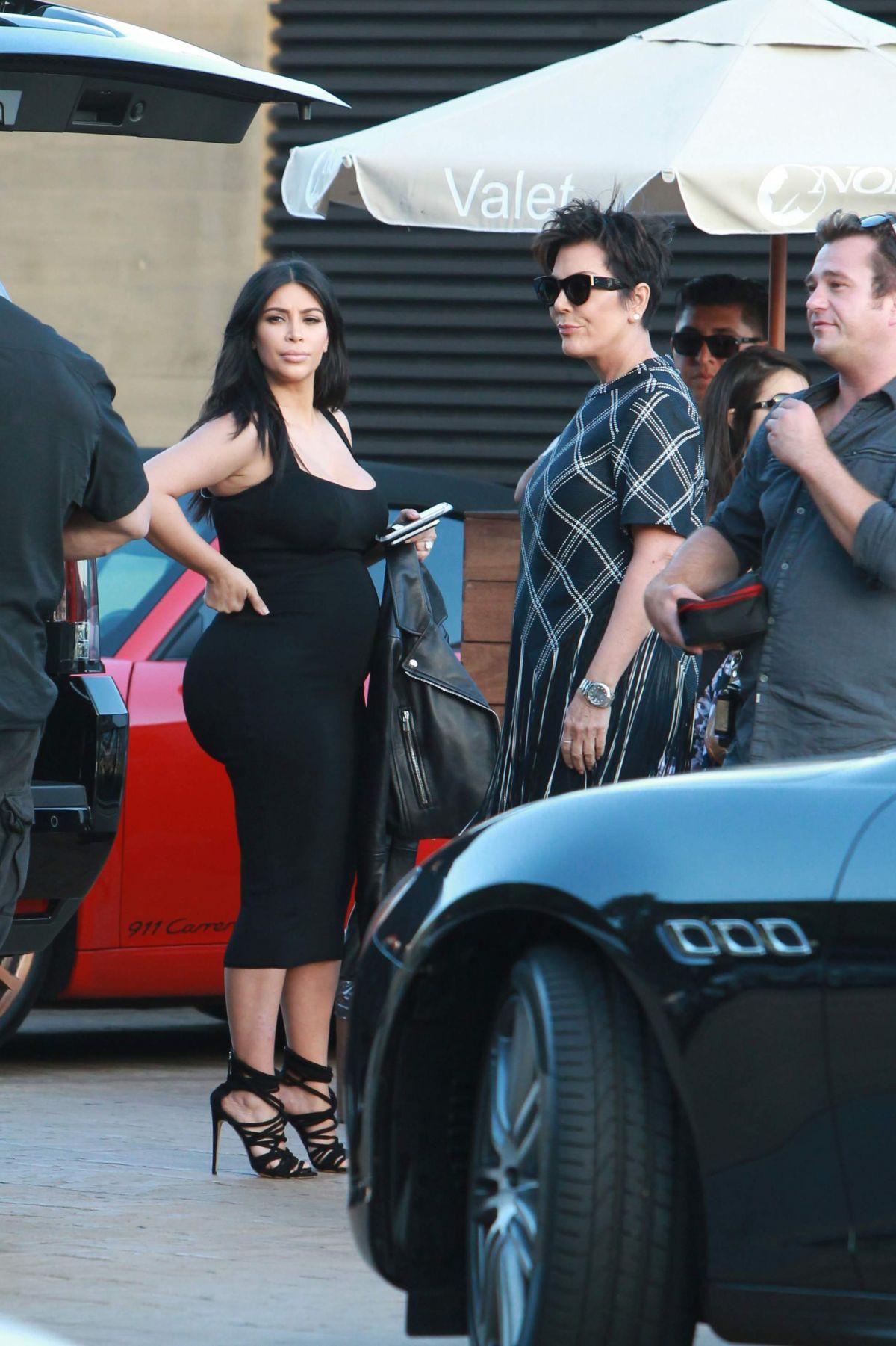 kim kardashian arrives at nobu to celebrate kylie s birthday in malibu hawtcelebs. Black Bedroom Furniture Sets. Home Design Ideas