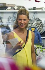 MICHELLE HNZIKER Shopping at Salina Baby Shop in Milan 08/01/2015