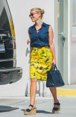 REESE WHITERSPOON Arrives at Her Doctor