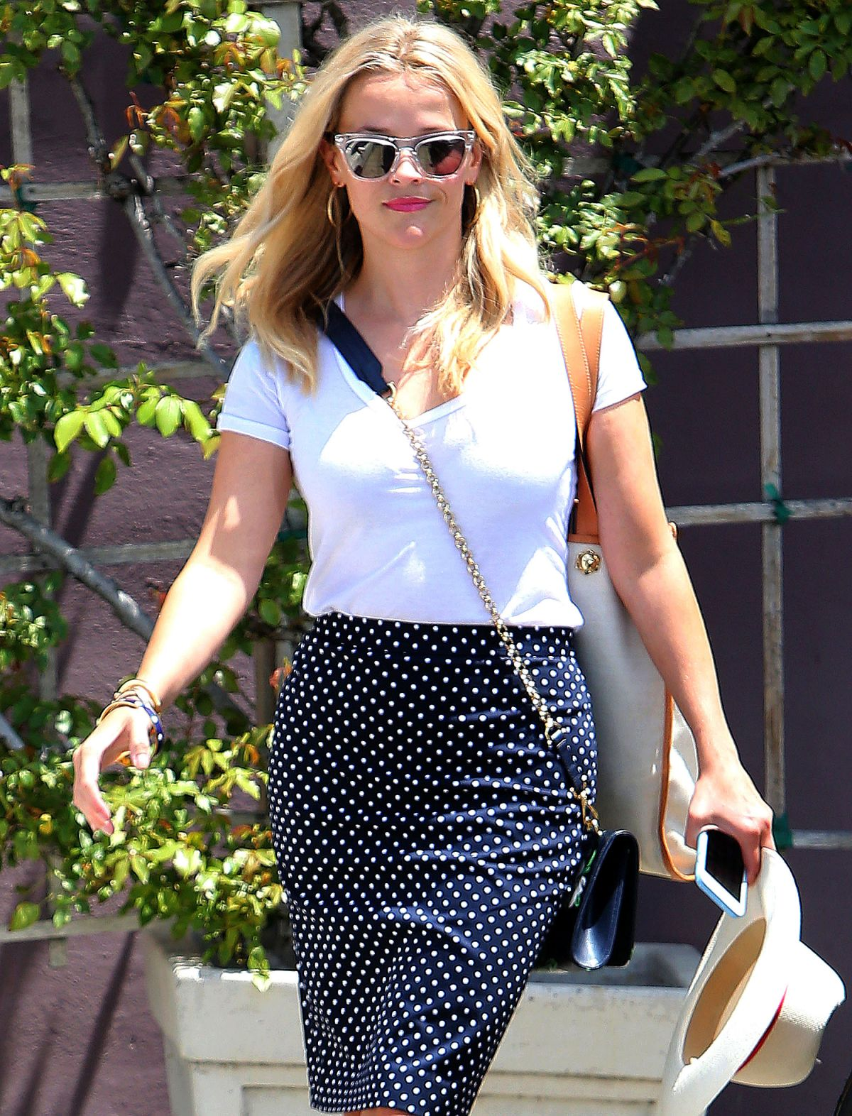 REESE WITHERSPOON Arrives at a Meeting in Los Angeles 07/31/2015
