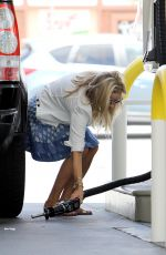REESE WITHERSPOON at a Gas Station in Brentwood 08/03/2015