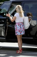 REESE WITHERSPOON Out for Lunch in Santa Monica 08/05/2015