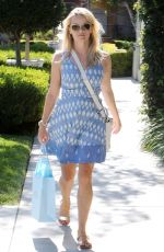 REESE WITHERSPOON Shopping at Equipment Clothing Store in Los Angeles 08/03/2015