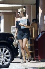ROSIE HUNTINGTON-WHITELEY Out and About in Malibu 08/23/2015