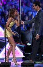 SARAH HYLAND at 2015 Teen Choice Awards in Los Angeles