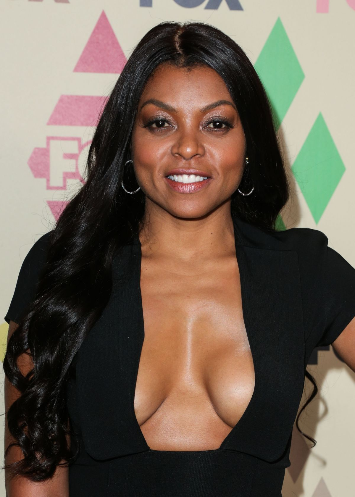Braless pics of Taraji P. Henson