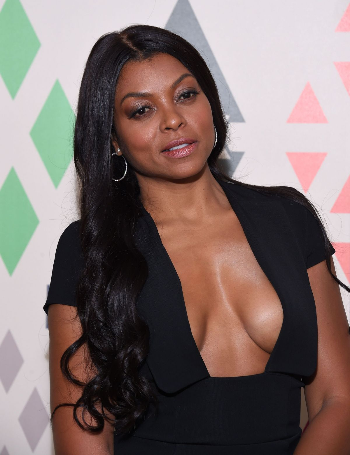 Braless pics of Taraji P. Henson new foto