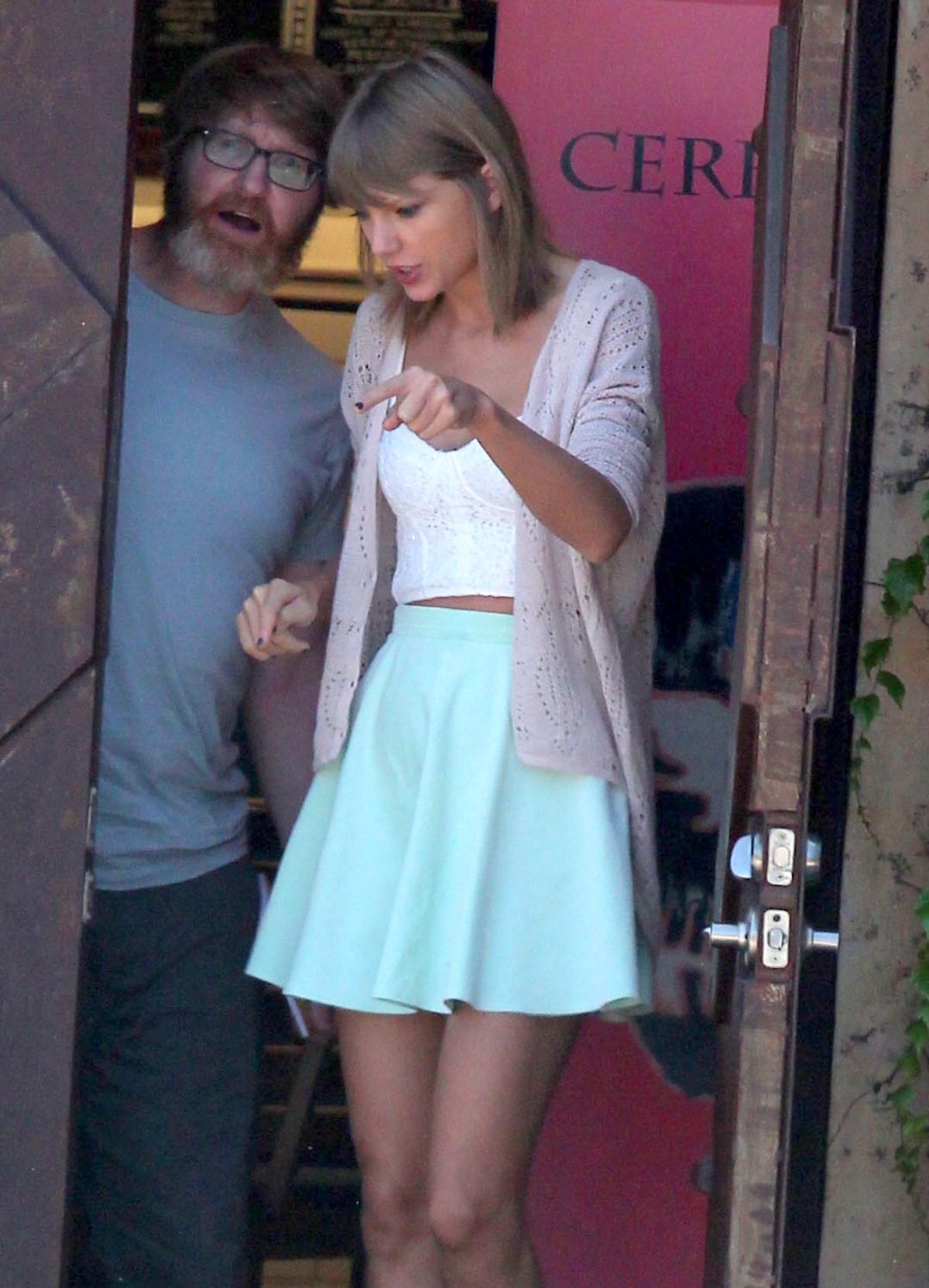 TAYLOR SWIFT Out and About in Studio City 08/10/2015