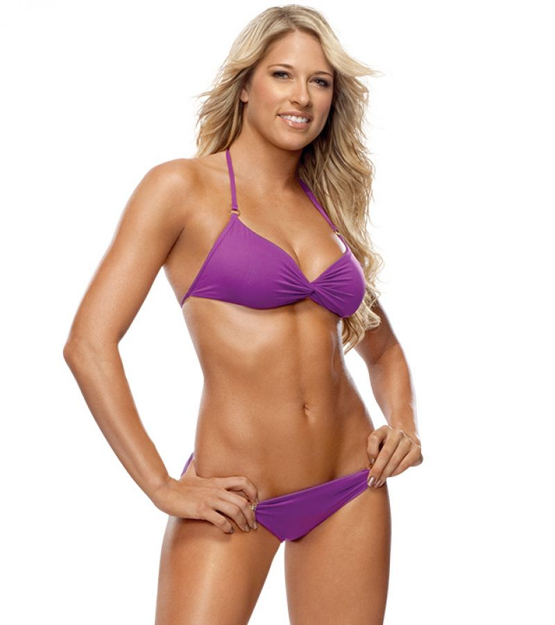 kelly kelly bikini photos