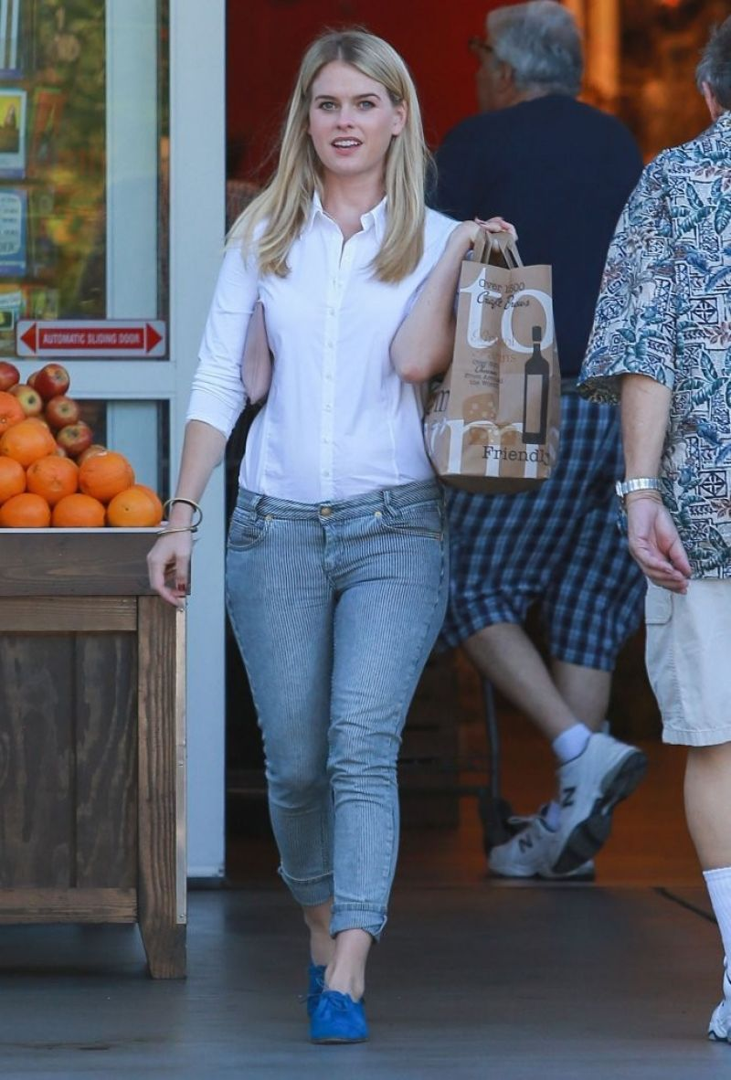 ALICE EVE Shopping at Bristol Farms in West Hollywood 09/29/2015