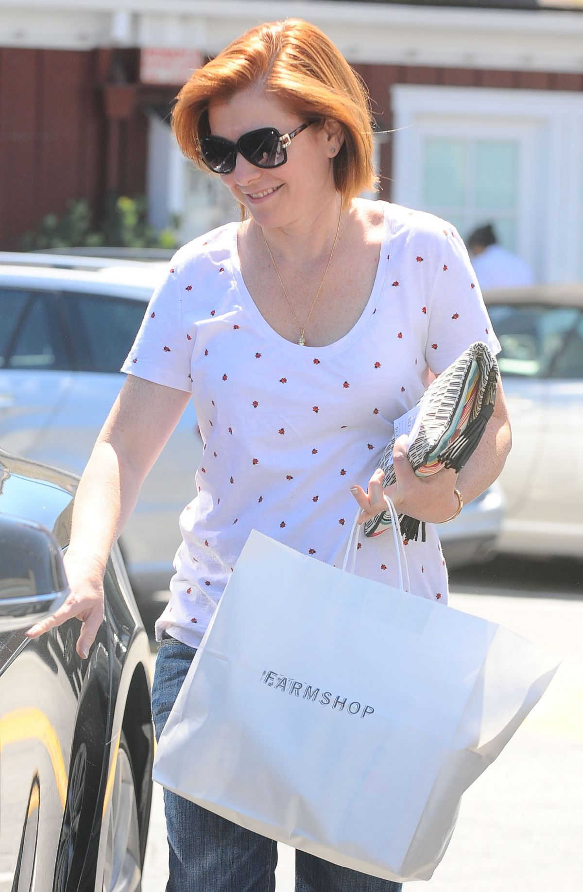 ALYSON HANNIGAN Out and About in Brentwood 09/17/2015
