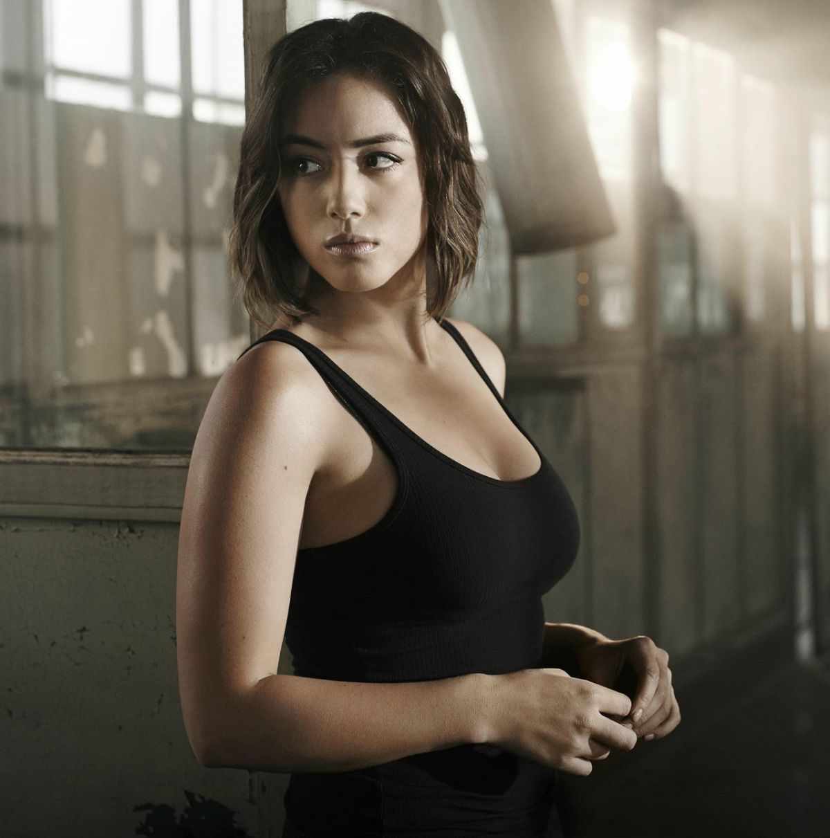 chloe-bennet-agents-of-shield-season-3-cast-photos_1.jpg