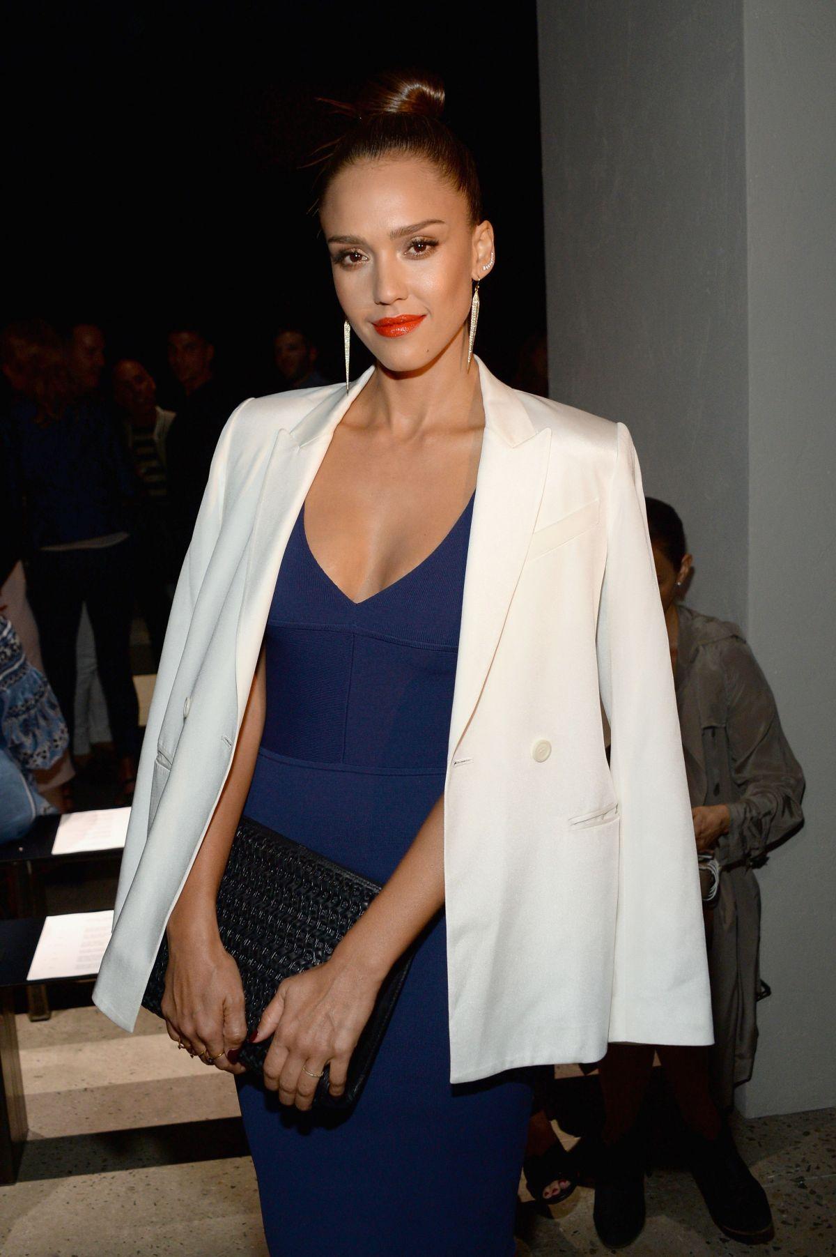 Jessica alba fashion show 50