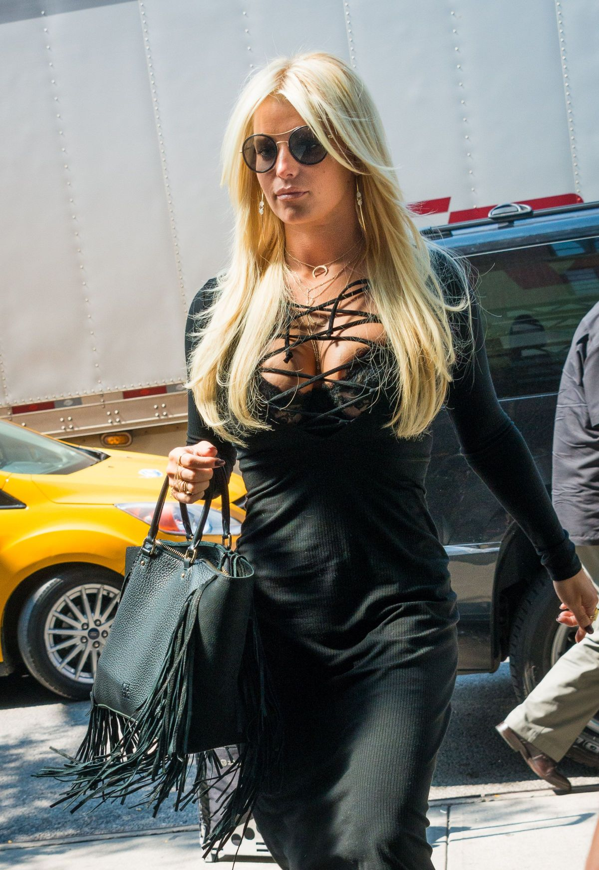JESSICA SIMPSON Out and About in New York 09/08/2015 ...