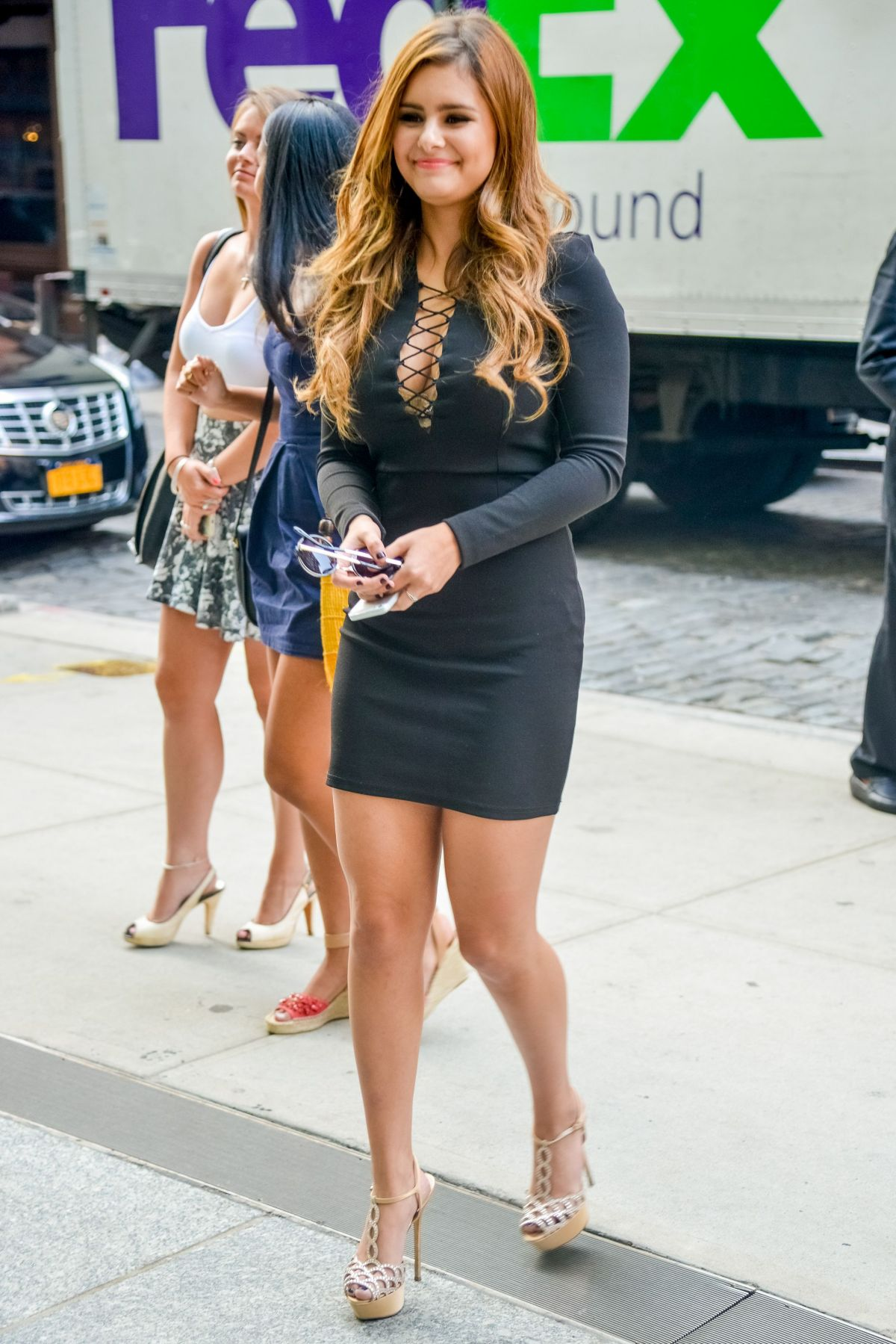 jJACQUIE LEE Arrives at Her Hotel in New York 09/02/2015