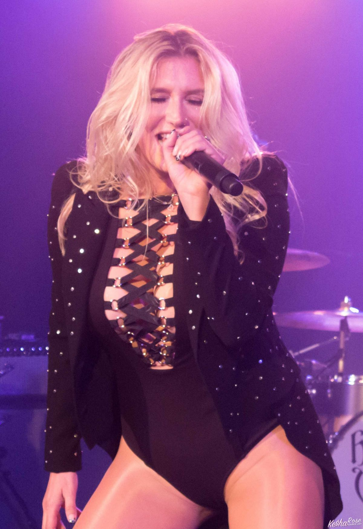 Kesha Performs At Hollywood Vampires Concert In Hollywood