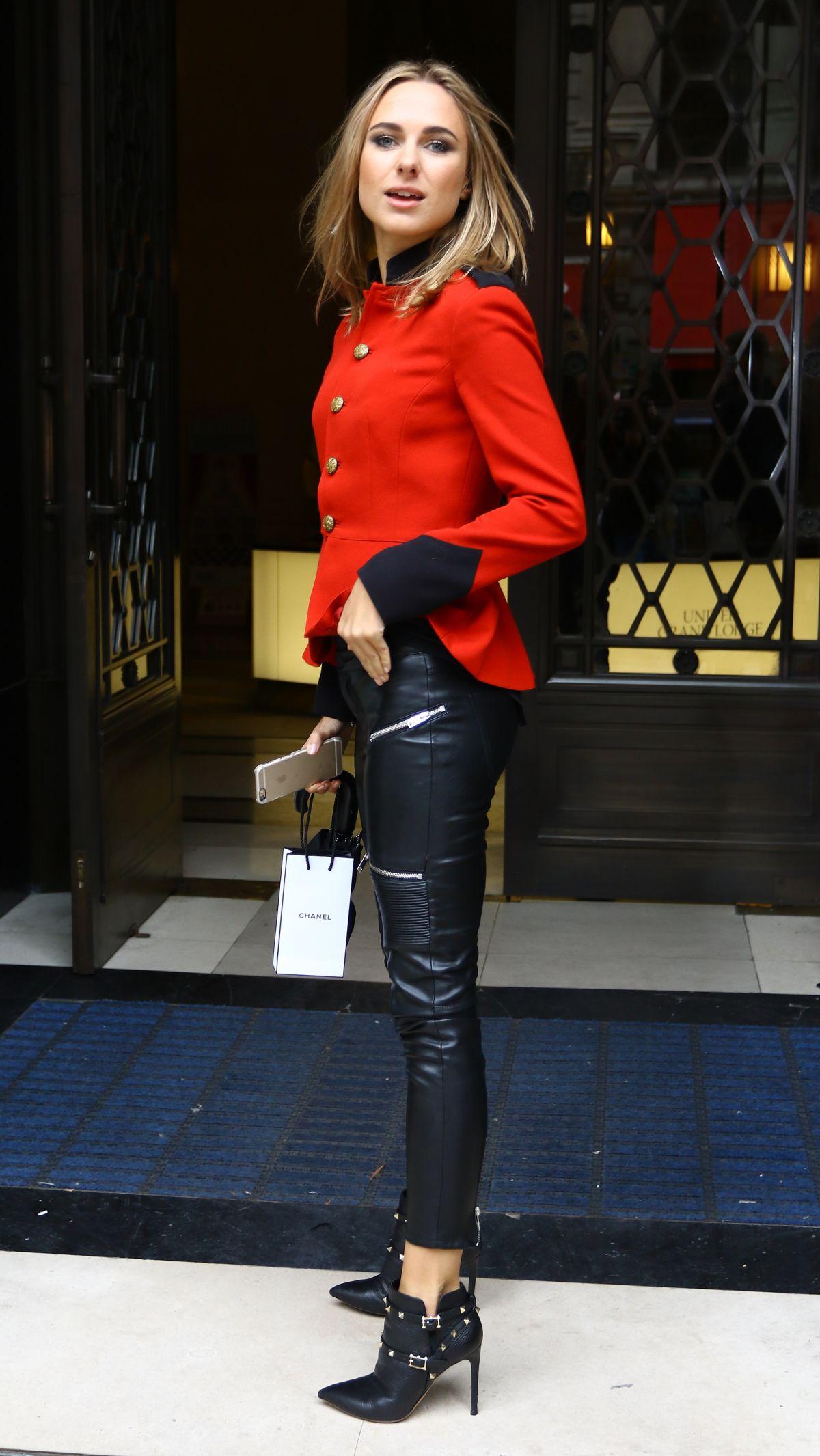 Kimberley Garner Arrives At A Fashion Show At London