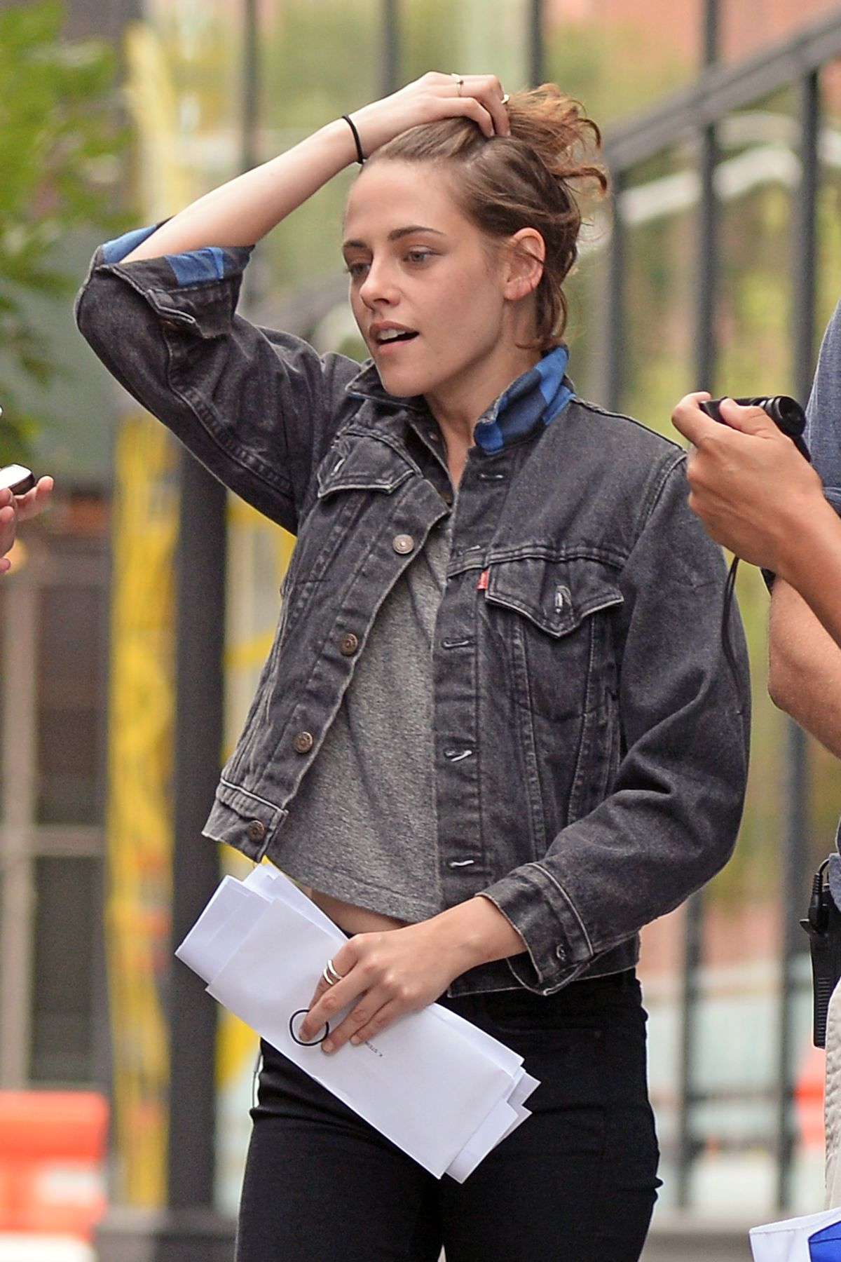 Kristen Stewart On The Set Of Woody Allen New Movie In New York 09 21 2015 Hawtcelebs